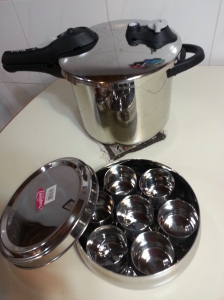 my new love in the kitchen: my Tefal pressure cooker with 2 settings and a steam rack